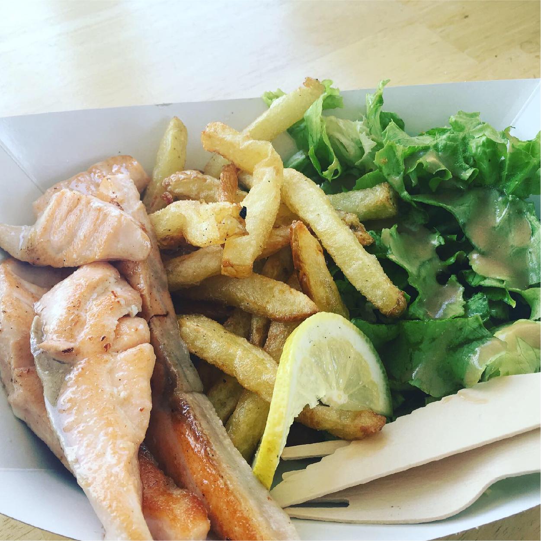 plat saumon salade frites